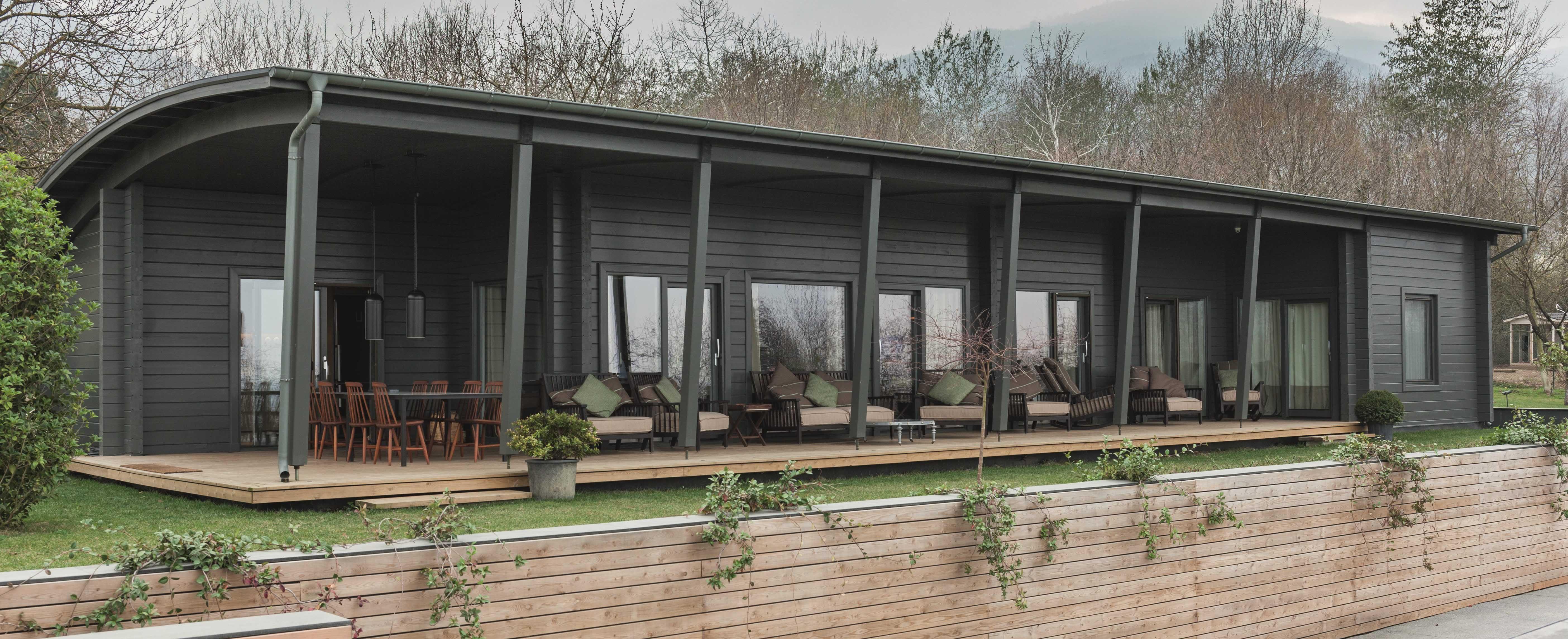 Построенный готовый дом из дерева