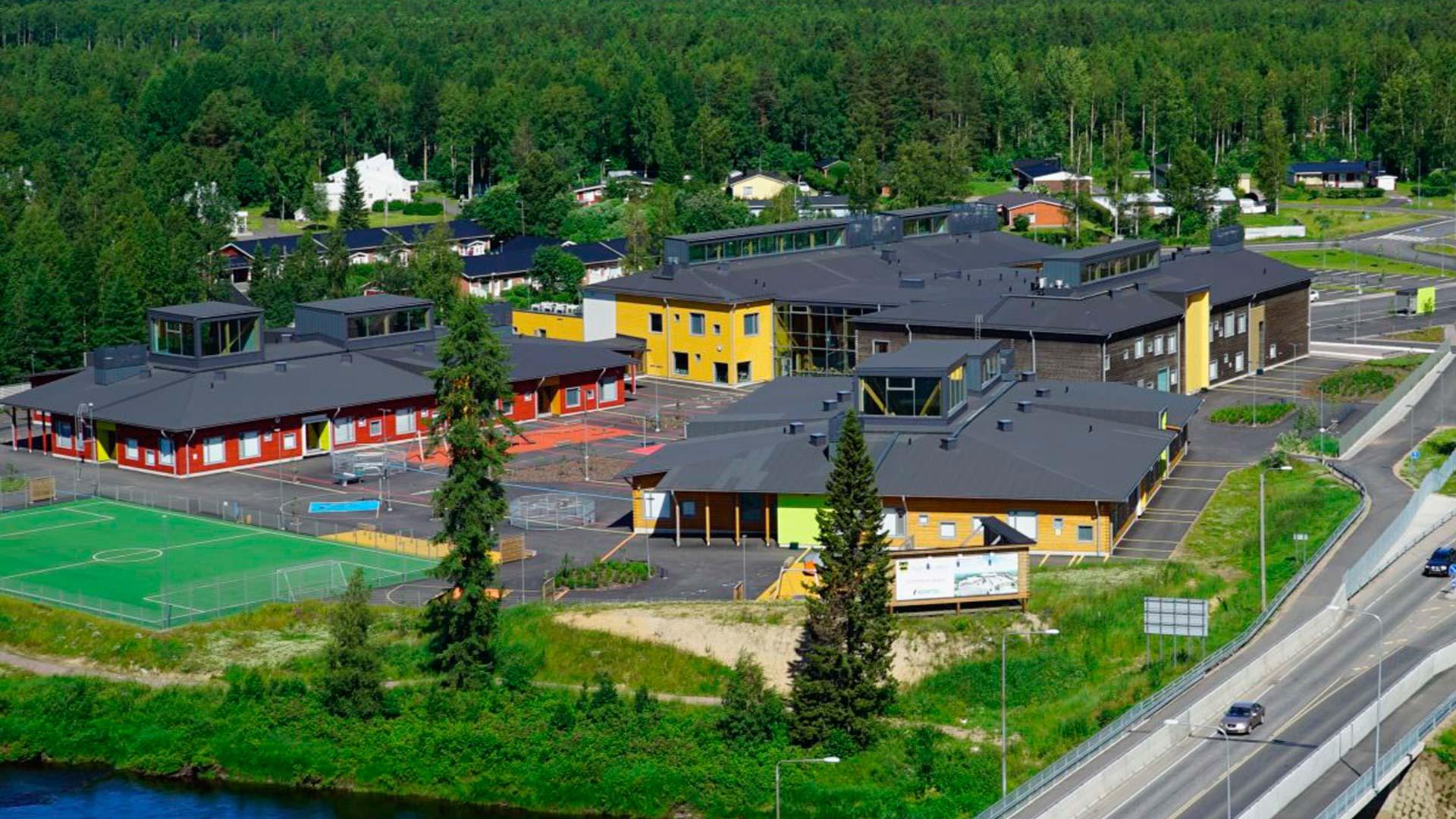 деревянная школа общий вид сверху