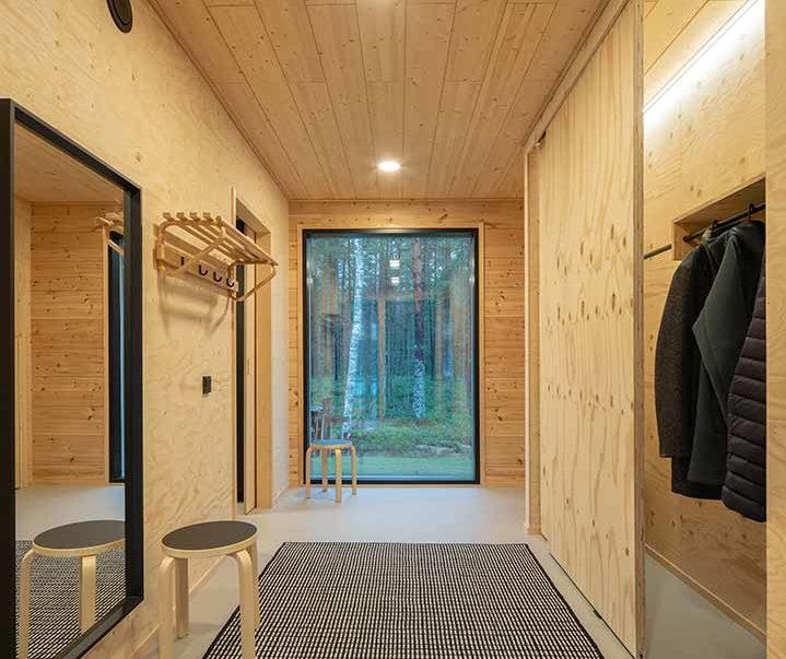 Деревянный дизайн прихожей