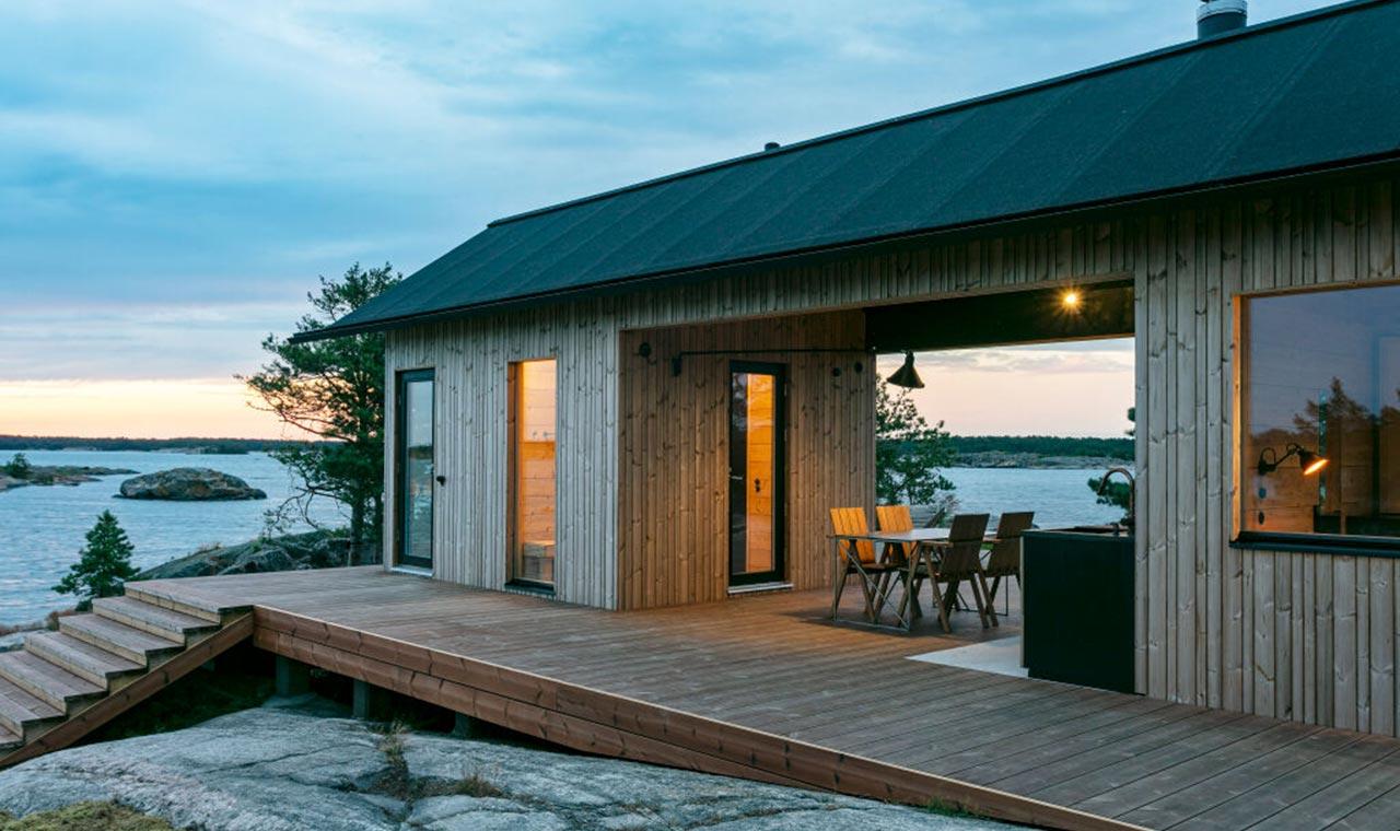 деревянный дом на берегу моря