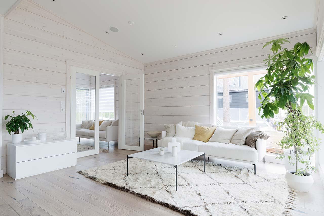 Дизайн светлой гостиной дома Тойве