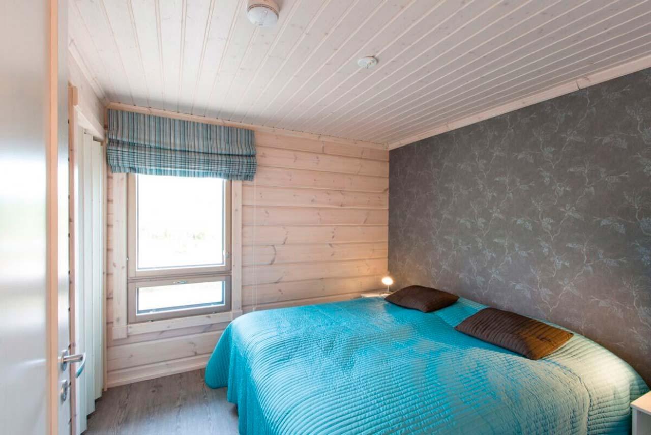 Дизайн интерьера светлой спальни дома Сараниеми
