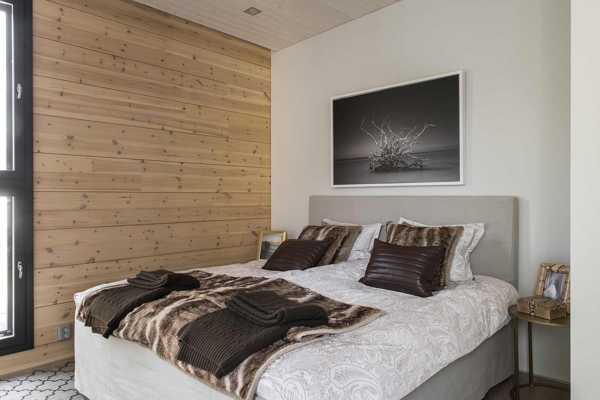 Дизайн спальни деревянного дома