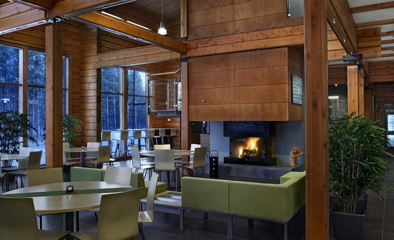 Интерьер деревянного офиса