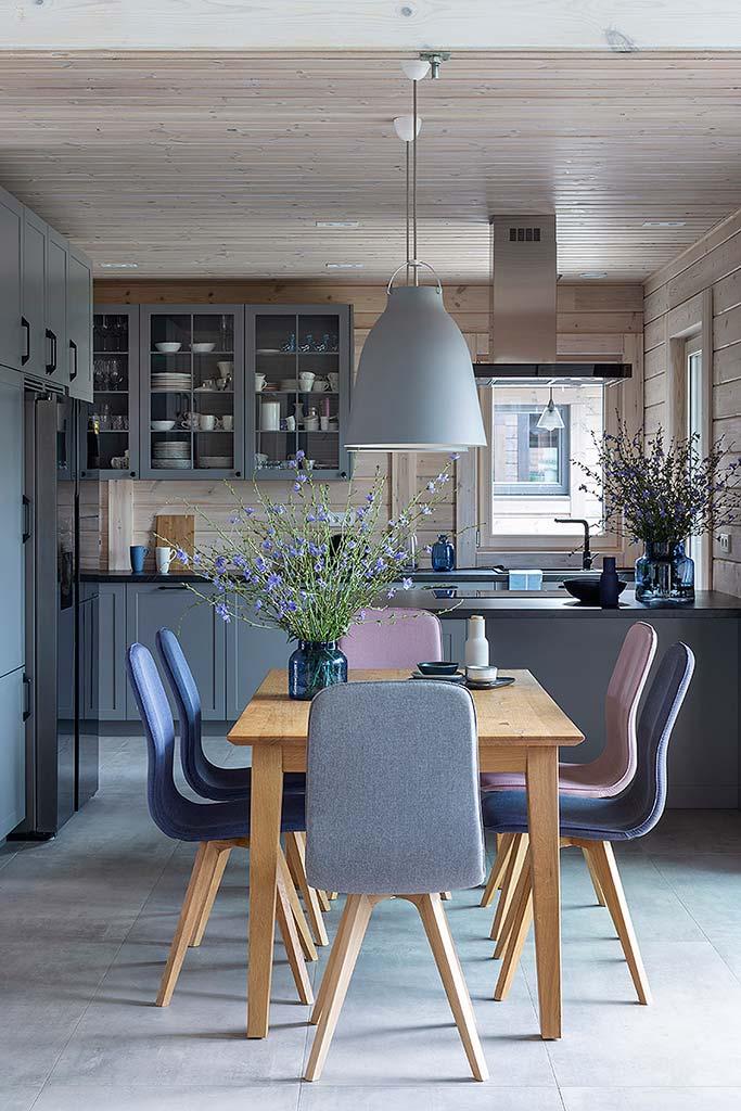 оформление кухни в доме из бруса