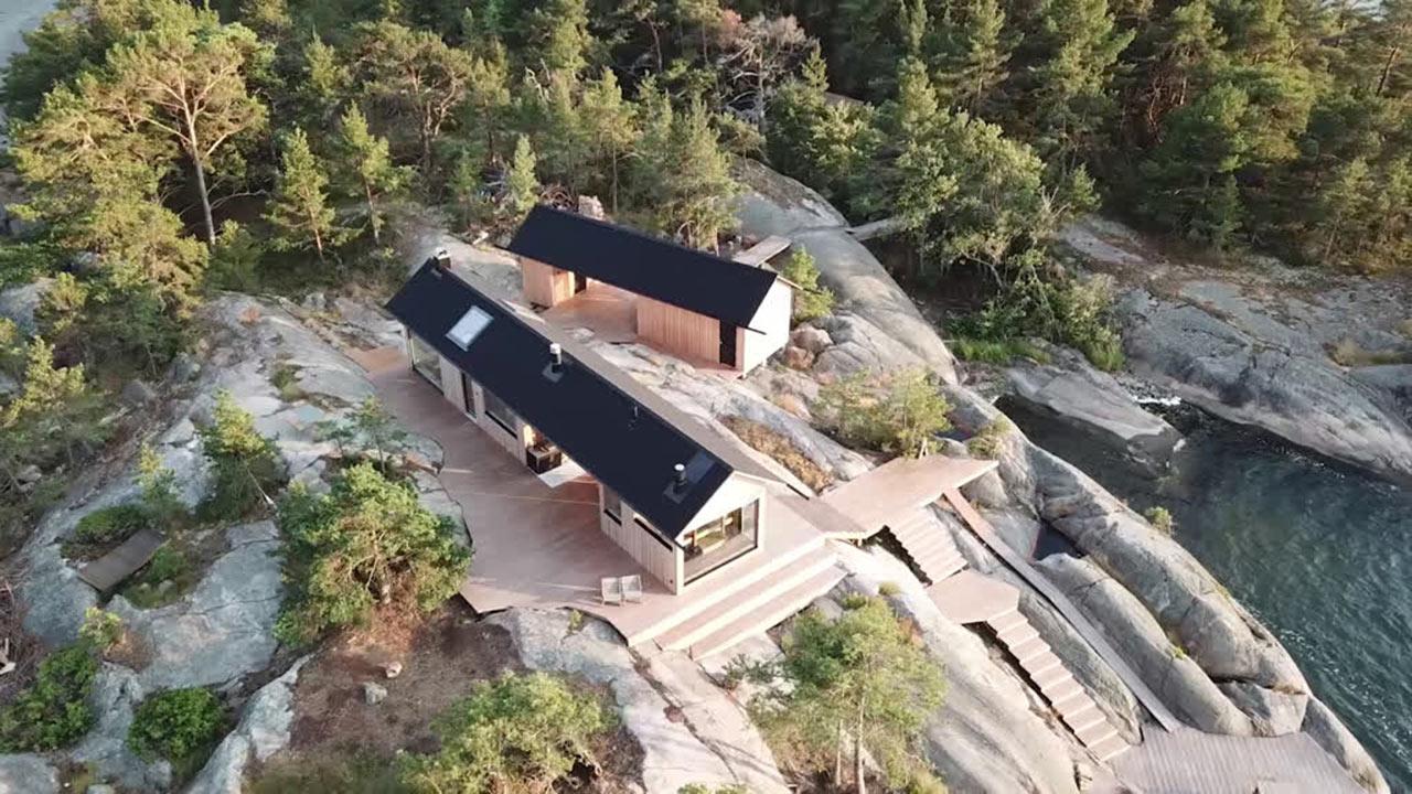 панорама деревянного дома с баней