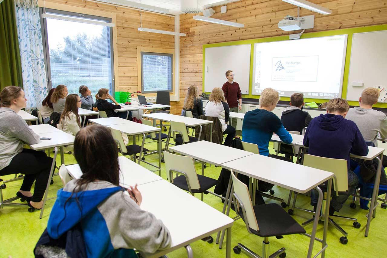Классная комната школы из клееного бруса