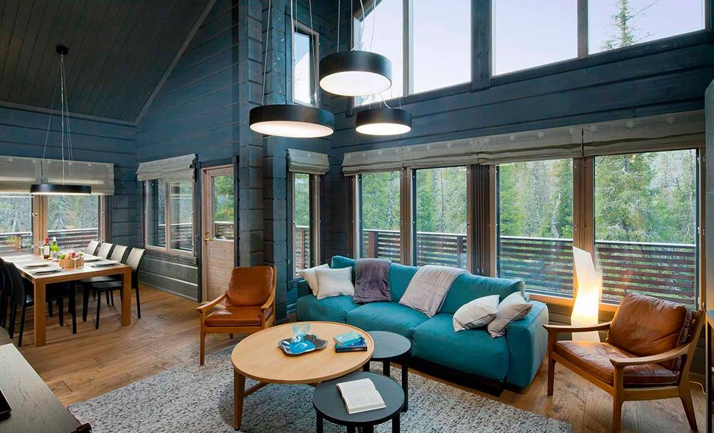 Синий интерьер дома из бруса