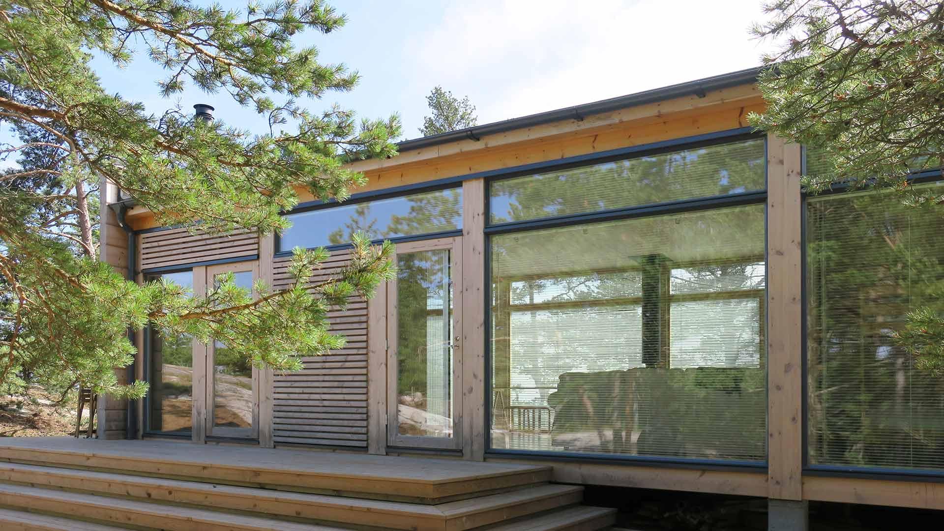 Дом со стеклянной стеной