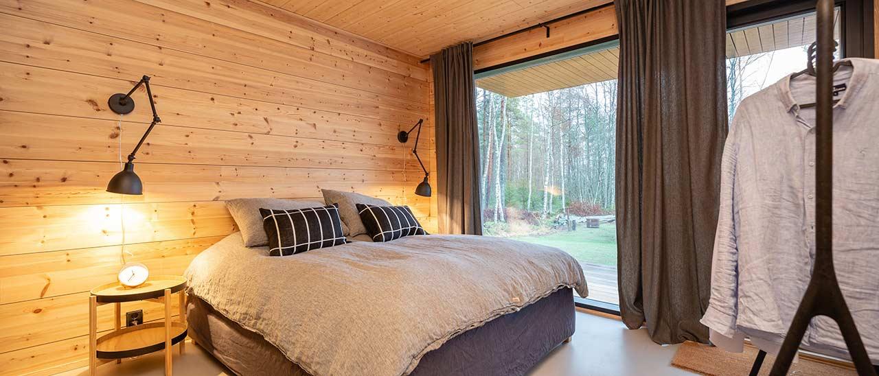 Спальная комната деревянного дома