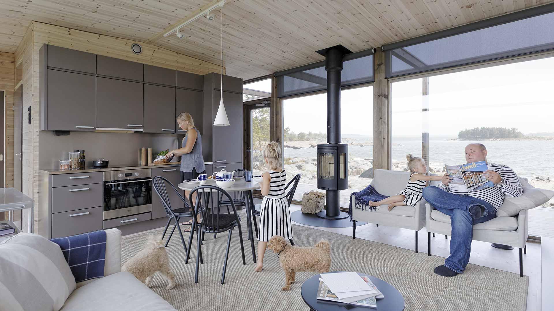 Семья в деревянном доме