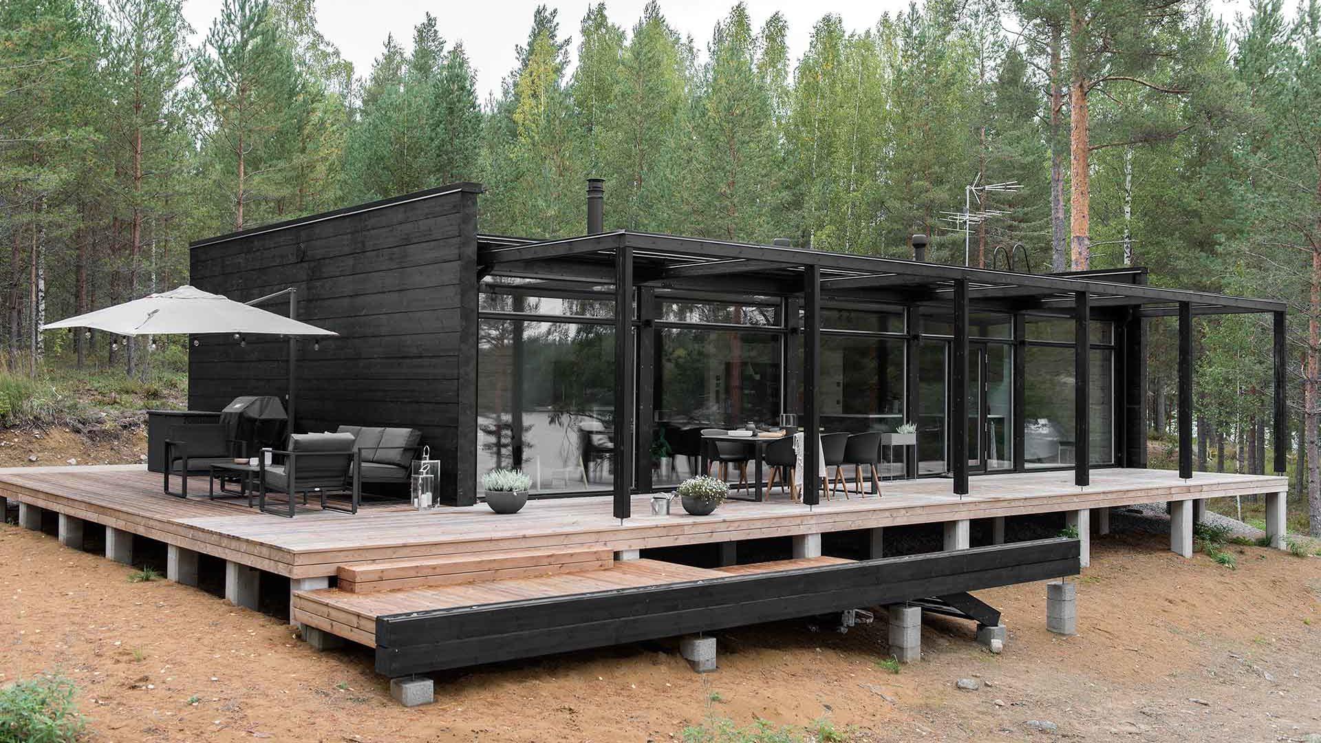 Стеклянный дом с террасой