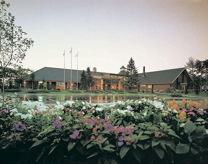Деревянное здание гольф-центра